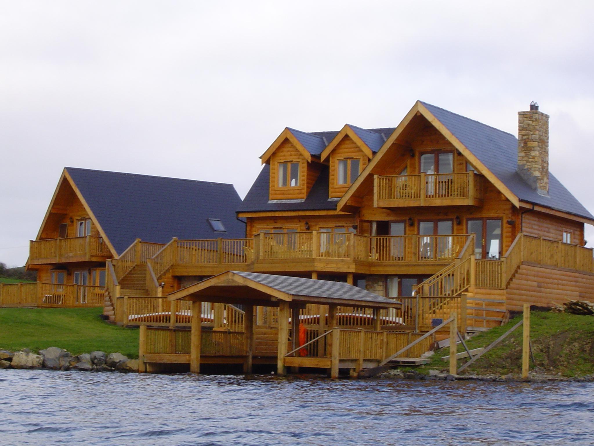 Casa di tronchi (palafitta)