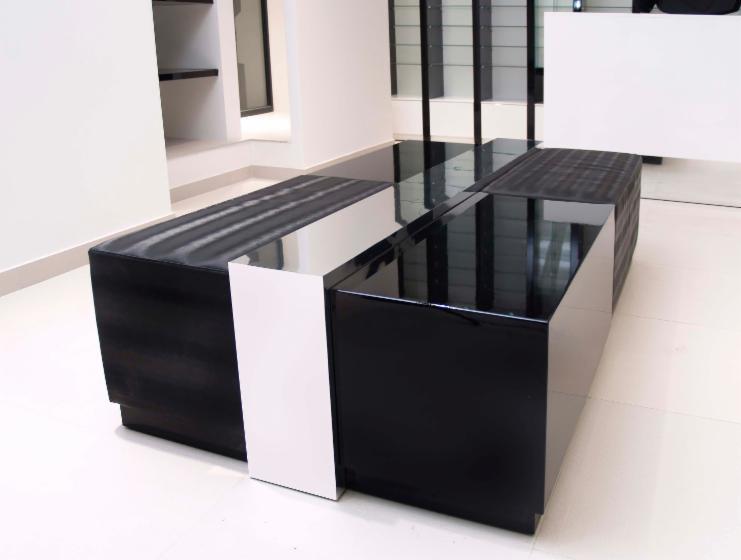 vend meubles de magasins design autres mati res panneaux de particules agglom r evropa. Black Bedroom Furniture Sets. Home Design Ideas