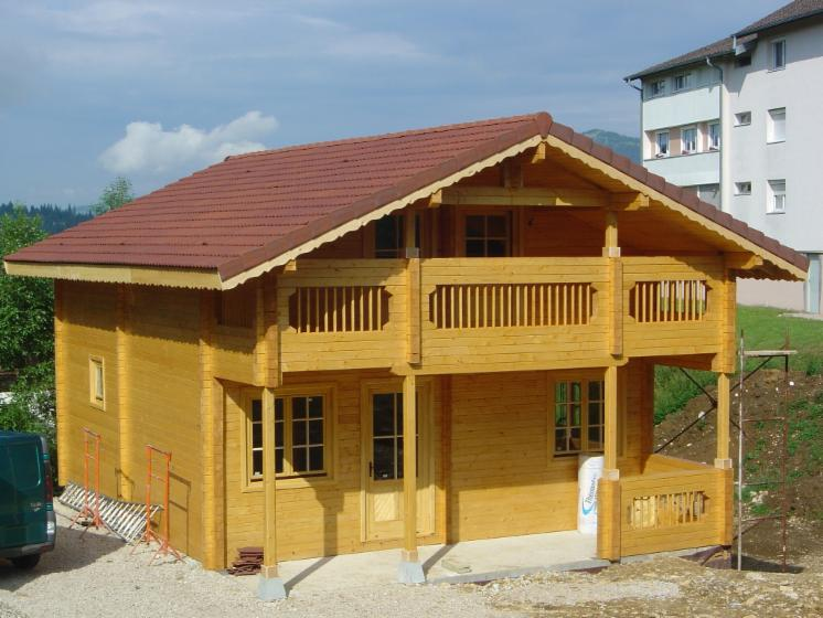 Casa con struttura in legno abete resinosi europei for Casa in legno romania