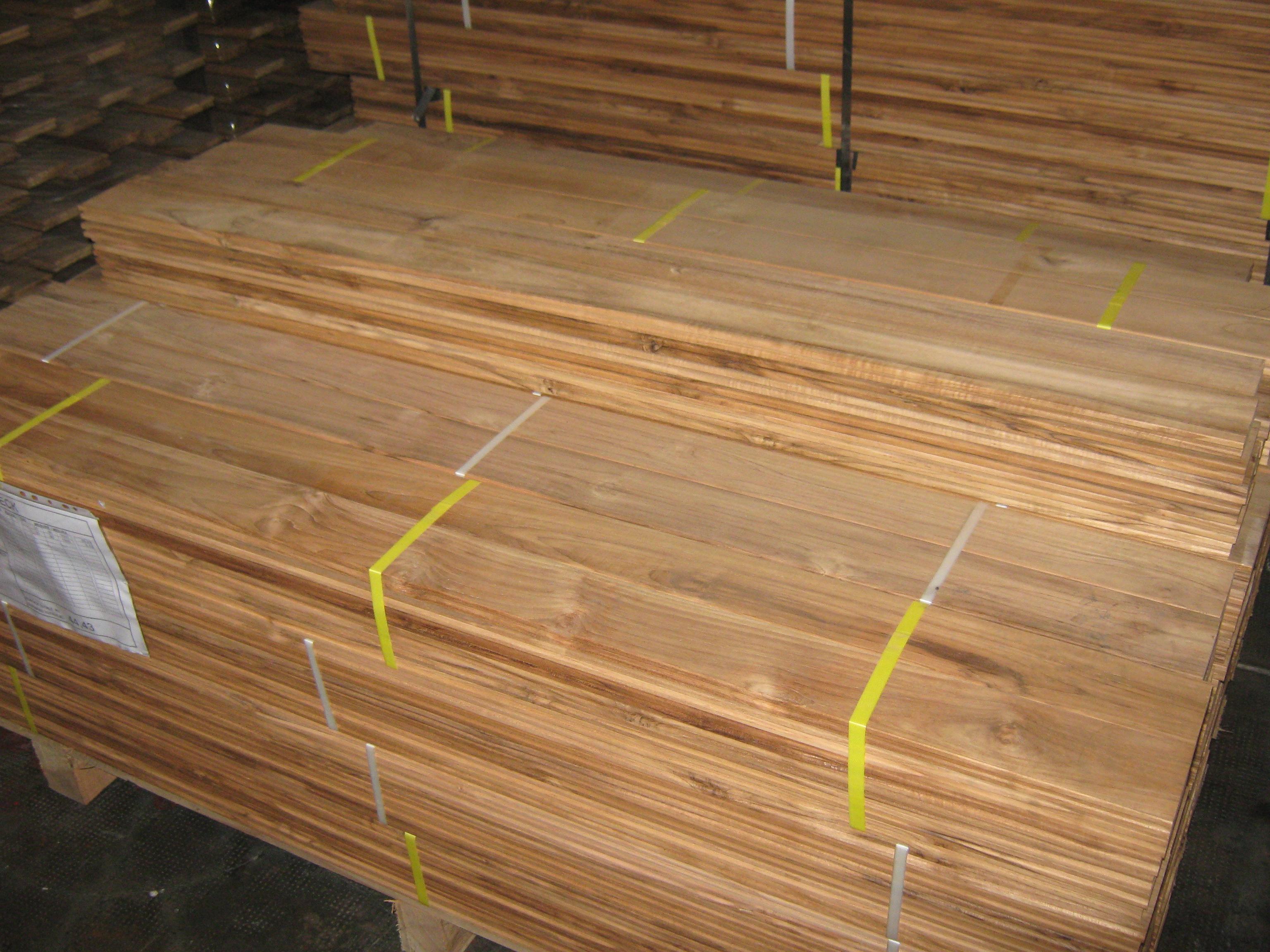 Teck lames de terrasse caillebotis bois exterieur for Lames bois exterieur