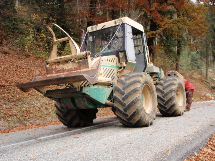 Ernte  und Rückemaschinen, Forstschlepper