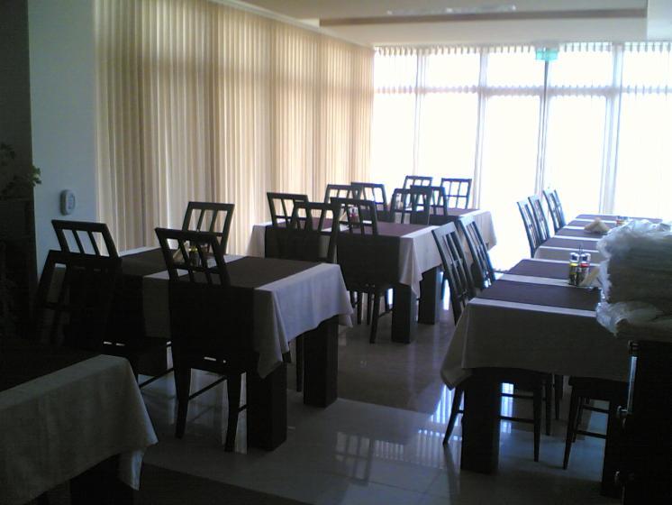 Restauranttafels voor terras 2 0 4 0 stuks per maand - Overdekt terras voor restaurant ...
