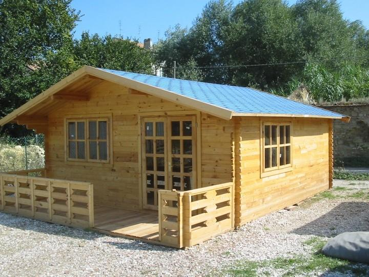 Acquistiamo casette in legno metrature piccola media e for Produzione casette in legno romania
