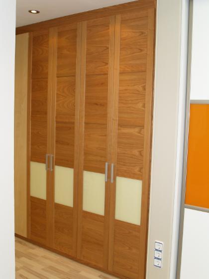 Armarios empotrados con puertas correderas o abatibles - Puertas correderas abatibles ...