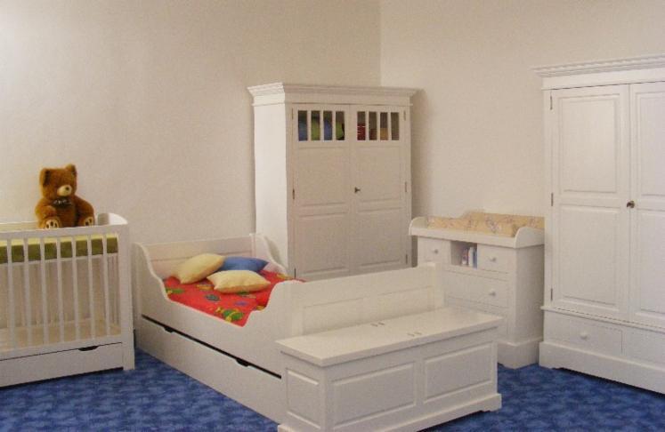 Kreveti-Za-Malu-Decu--Kolonijalni