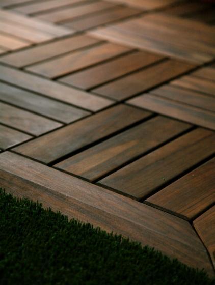 Vendo piastrelle di legno per giardino legno tropicale - Piastrelle tipo legno ...