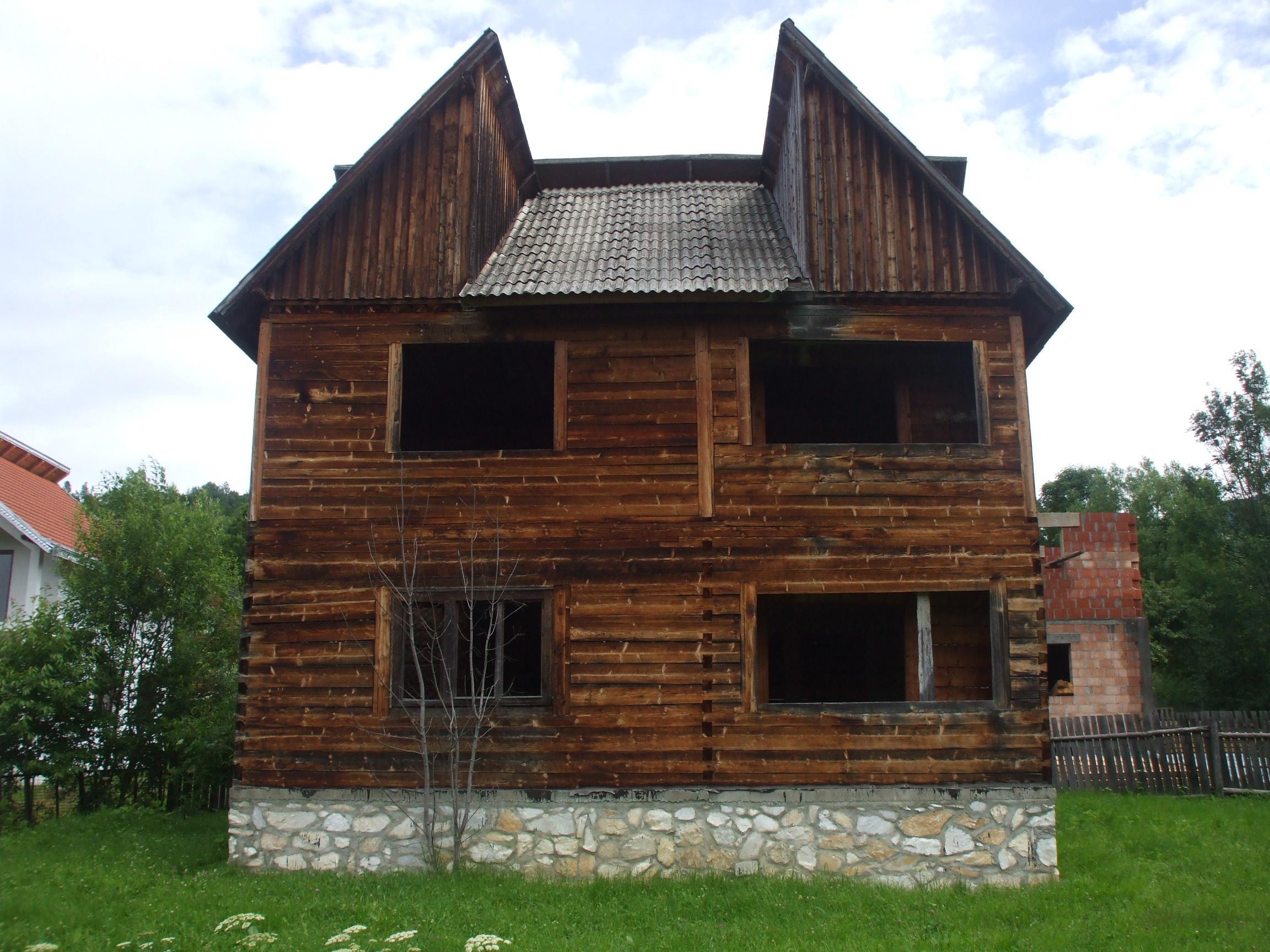 Casa di tronchi squadrati brad vechi for Case di tronchi ranch