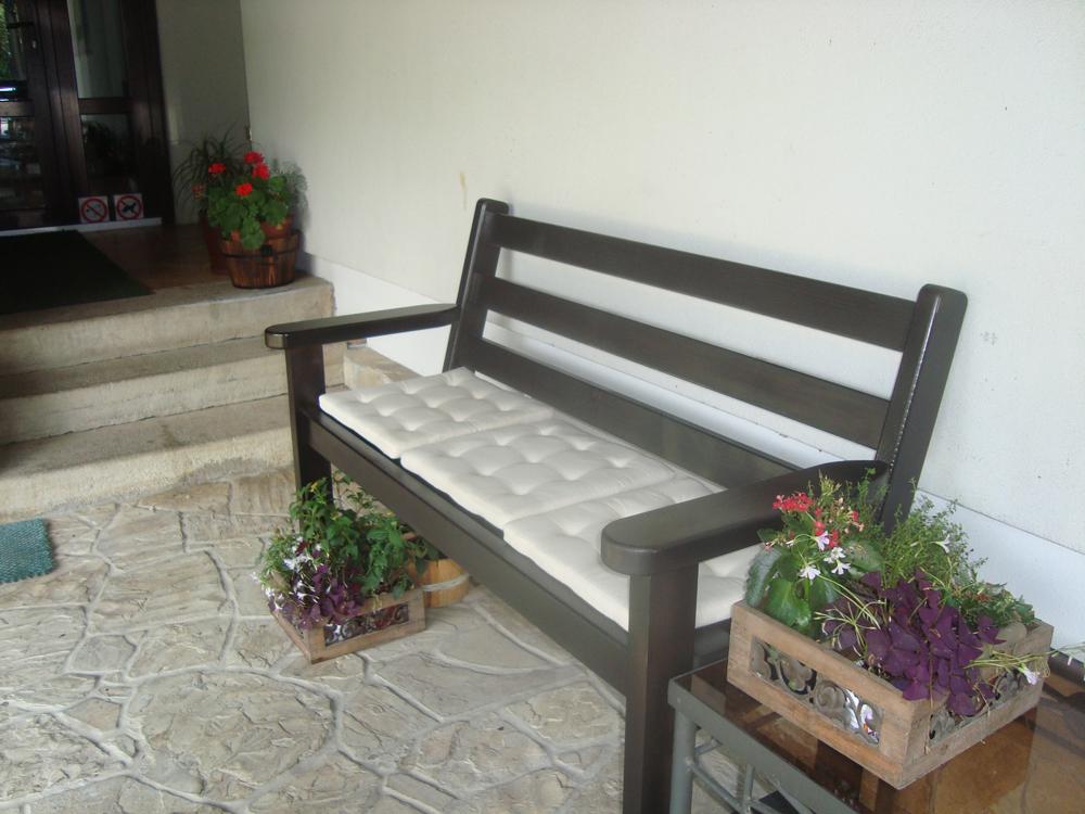 Panchine da giardino contemporaneo 300 0 400 0 pezzi for Panchine da giardino ikea