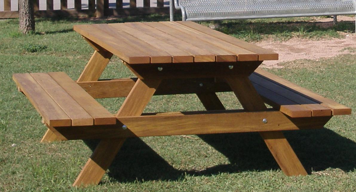 Mesa picnic de madera tropical for Mesas de madera para jardin