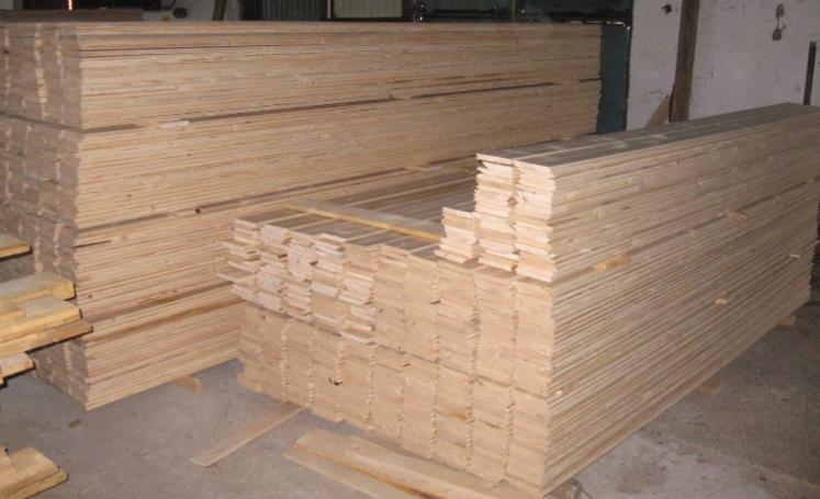Gewone spar vurenhout binnen lambrisering - Lambrisering lijstwerk ...