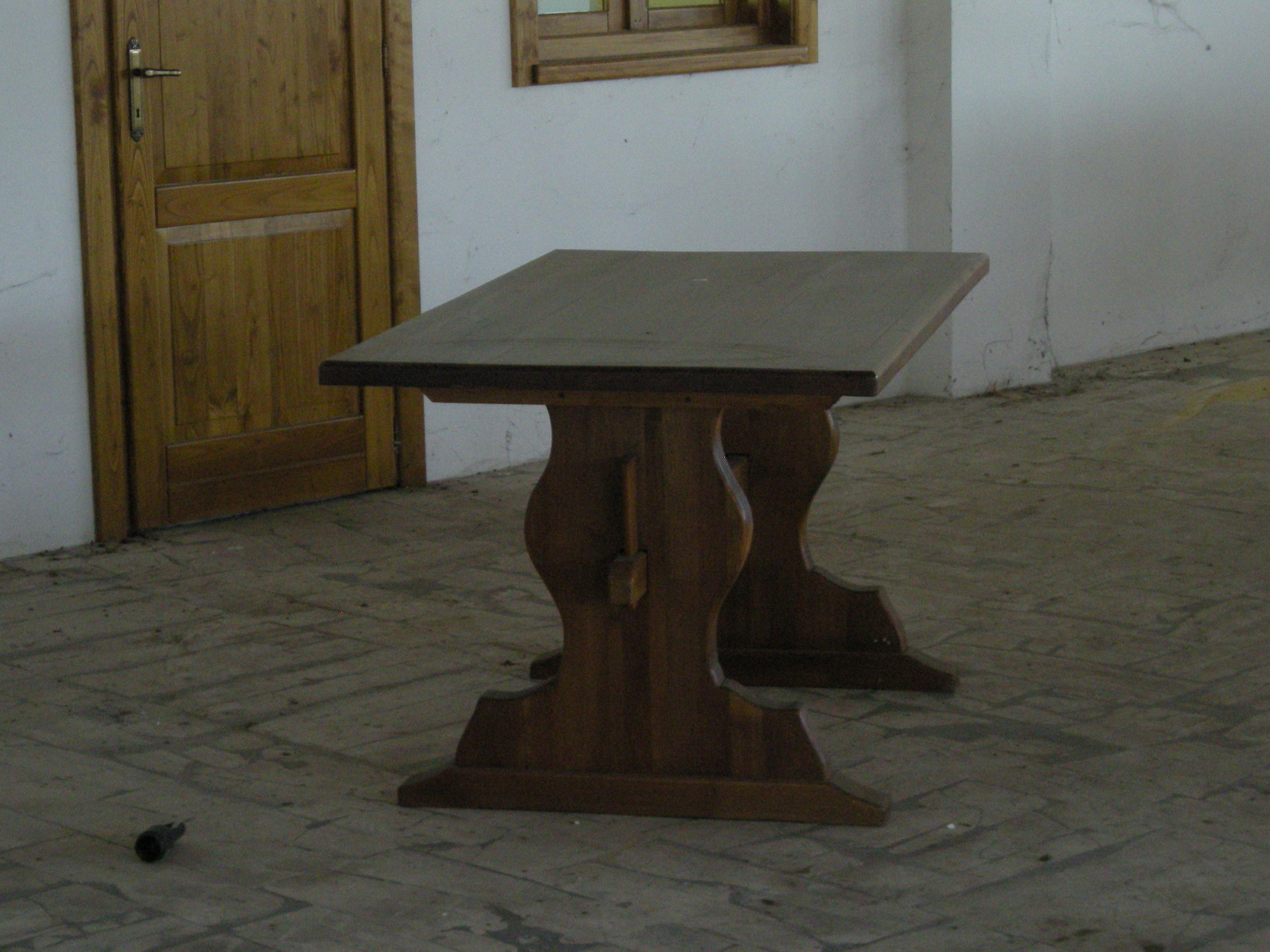 Tavoli in legno massiccio di castagno con piani di 8cm di for Piani di progettazione di mobili in legno