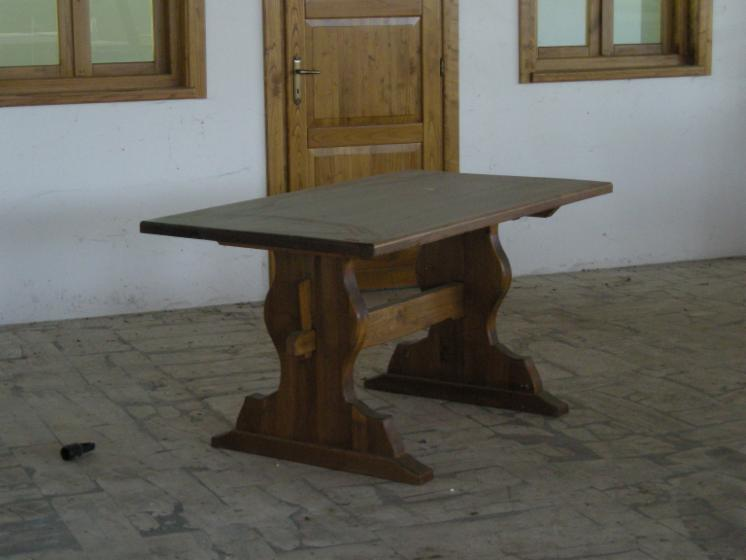 Tavoli in legno massiccio di castagno con piani di 8cm di spessore fin