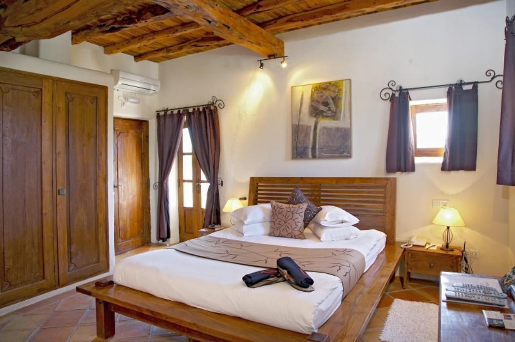 Arredamento camera da letto coloniale 1 0 1 0 for Arredamento coloniale