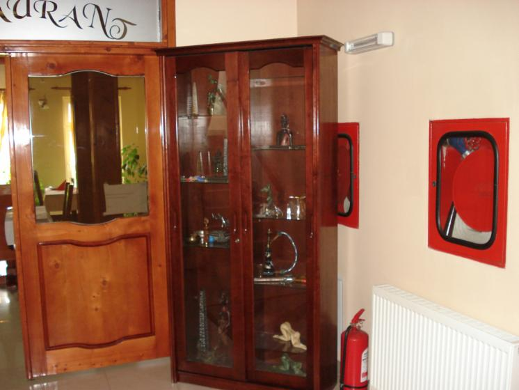 Display cabinets, Country, 10   11 pieces