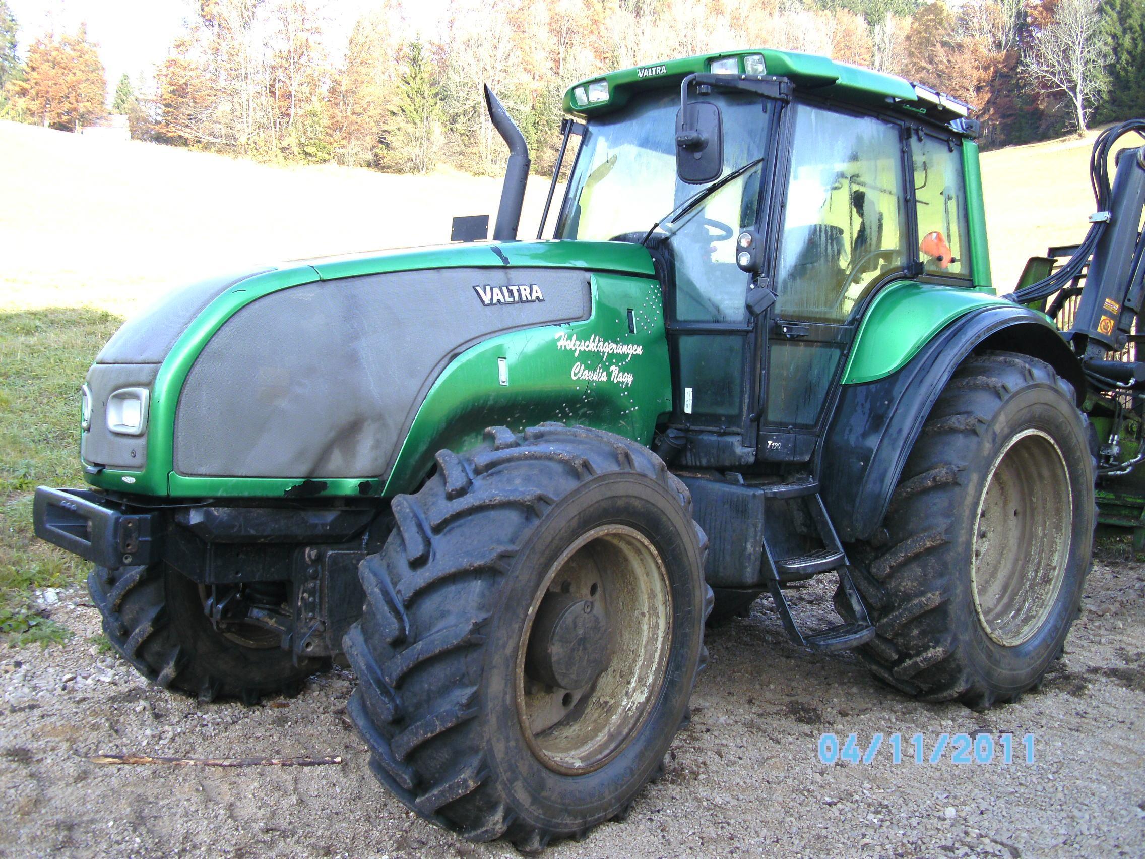 valtra traktor mit farma anh nger mit kran kesla 305 t mit tilt. Black Bedroom Furniture Sets. Home Design Ideas