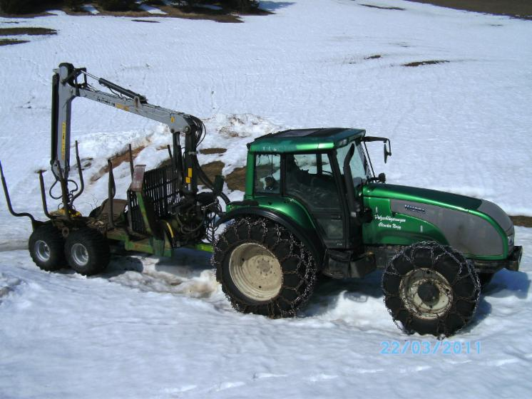 Atemberaubend Valtra Traktor mit Farma Anhänger mit Kran Kesla 305 t mit Tilt @HZ_52