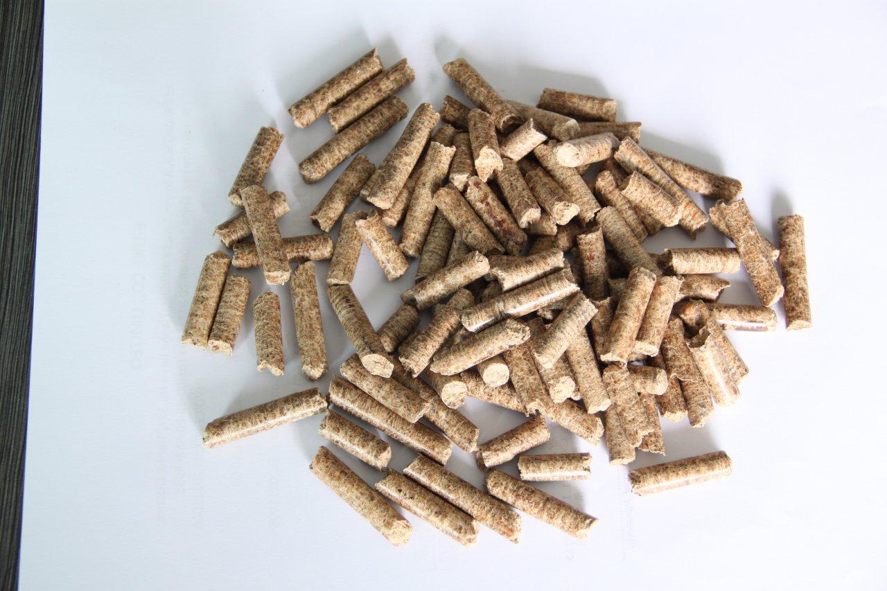 Large Wood Pellets ~ Sell exw ddu hardwood sawdus pellets mm in kg bags