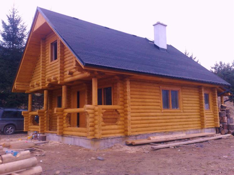 Square milled log house