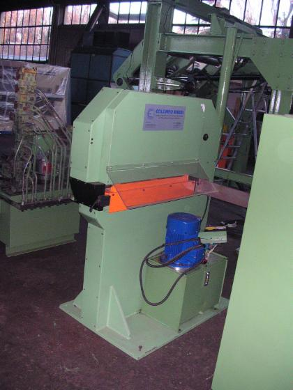 Slicing   Cleaving   Chipping   Debarking, Veneer clipper