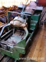 Hydraulic log feeding wagon Weiss