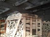 劈好的薪柴-未劈的薪柴 可燃材(引火材) 白色灰