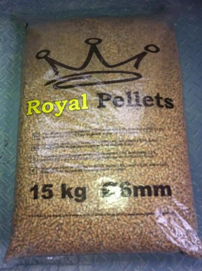 Pellet-drzewny-sosnowy-6mm-worki-15kg-lub