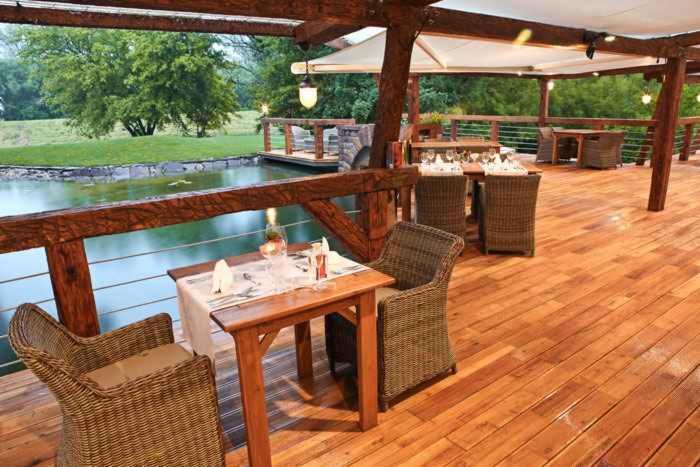 terrassenboden robinie falsche akazie rutschfester belag 1 seite. Black Bedroom Furniture Sets. Home Design Ideas