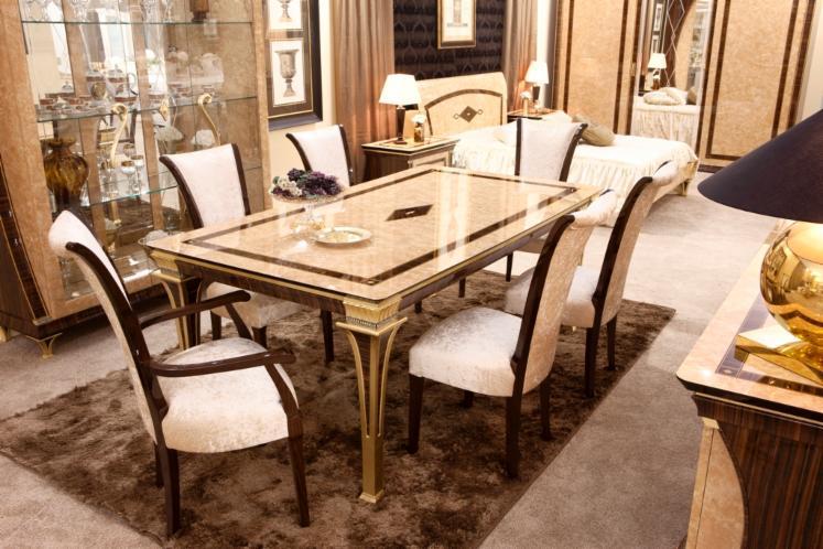 Salle manger classique de luxe for Salle de sejour de luxe