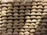 Drewno Iglaste  Kłody Na Sprzedaż - Słupy, Palisady, Pale, Sosna Zwyczajna  - Redwood, FSC