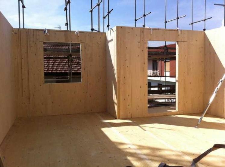 vend maison bois maison en panneaux structurels epic a bois blancs r sineux europ ens pologne. Black Bedroom Furniture Sets. Home Design Ideas