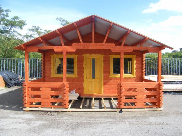 Casa con struttura in legno abete resinosi europei for Produzione casette in legno romania