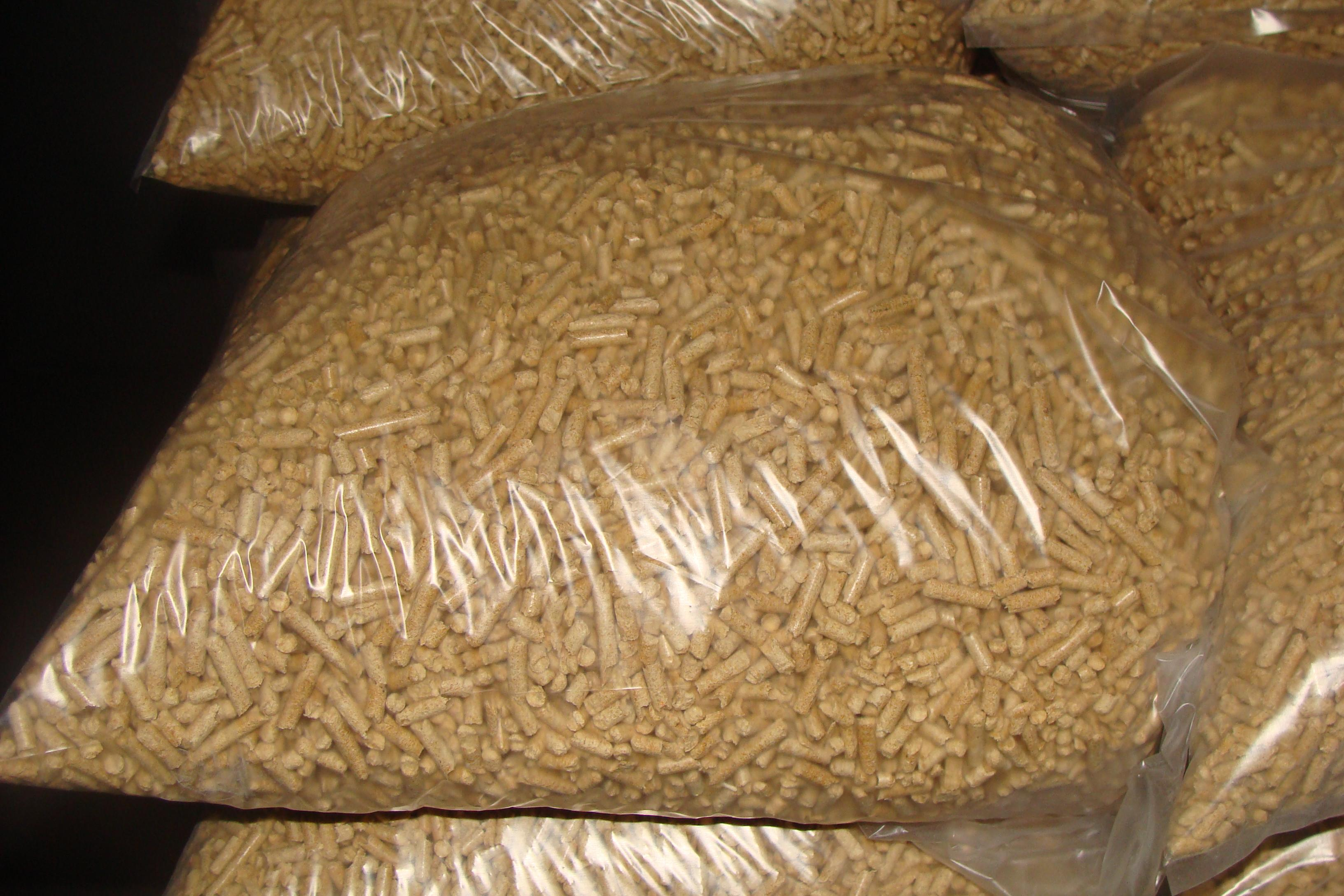 Wood Pellets France ~ Pine and sunflower woodpellets