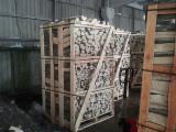 薪材、木质颗粒及木废料 - 劈切薪材 – 未劈切 碳材/开裂原木 橡木