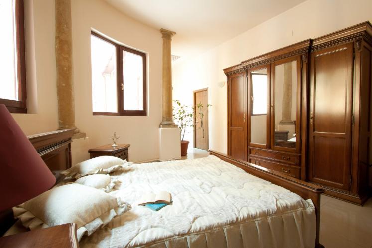 Arredamento camera da letto tradizionale 1 0 100 0 for Balthus la chambre turque