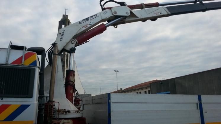 TRUCK-with-CRANE---IVECO-TURBOSTAR