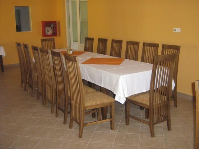 Vendo Tavoli Da Ristoranti Country Resinosi Europei Abete (Picea Abies) - Legni Bianchi Harghita