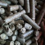 Leños- Bolitas – Astillas – Polvo - Bordes CE - Gránulos, Briquetas, Carbón, Bolitas de Madera, Pino Silvestre (Pinus sylvestris) - Madera Roja