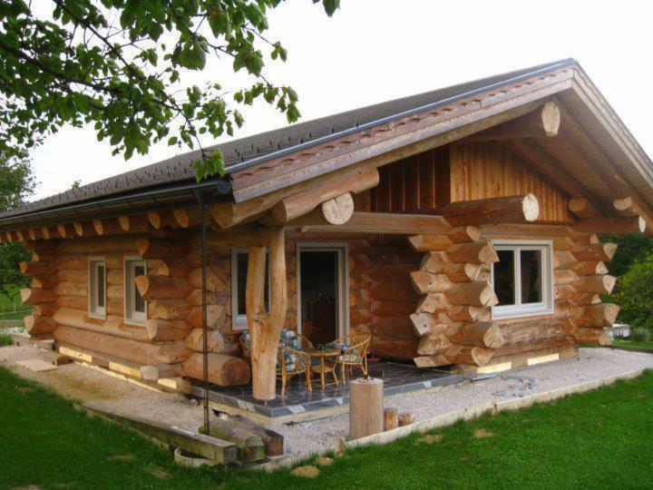 Case Di Tronchi Americane : Case di tronchi. abbaino a punta. belle case in legno di tronchi e