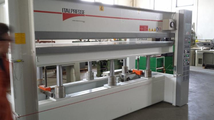 SECOND HAND HYDRAULIC PRESS MACHINE BRAND ITALPRESSE MOD. UT/6