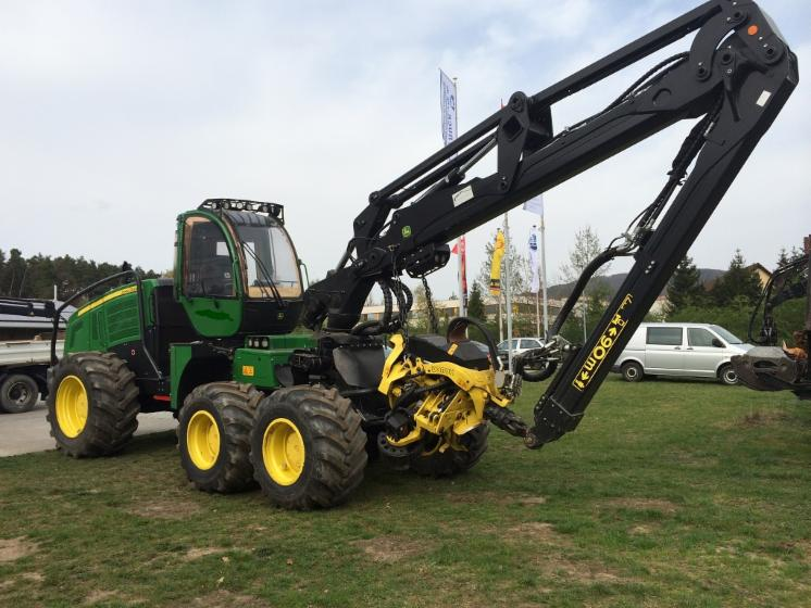 New-John-Deere-1270E-IT4-Harvester-in