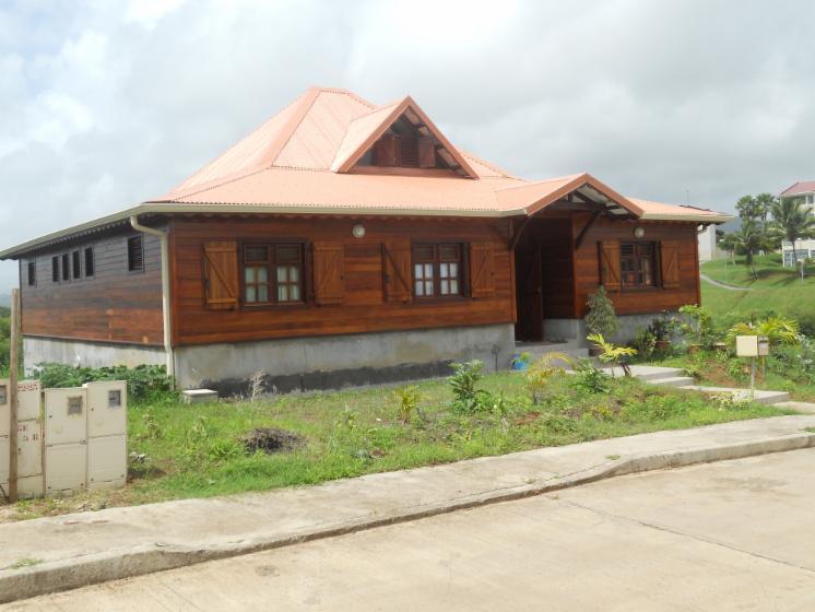 Maison en kit bois exotique for Kit maison en bois