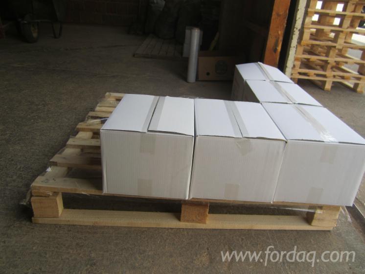 buchen holzbriketts in karton verpackung. Black Bedroom Furniture Sets. Home Design Ideas