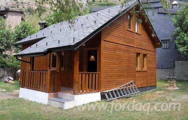 Casa con struttura in legno abete for Casette legno romania