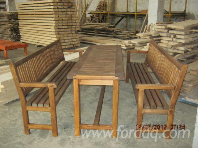 Vendez ensemble de jardin design bois massif r sineux for Ensemble jardin bois