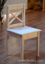 Mobilier Camera Copii - Scaune din lemn pentru copii