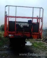 Bosexploitatie & Oogstmachines - Gebruikt 2016 Aanhangwagen Met Mobiele Laadvloer Roemenië