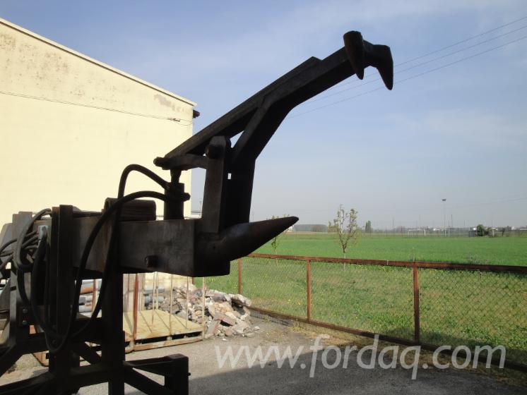 HYDRAULIC-FORK-FOR-LOGS