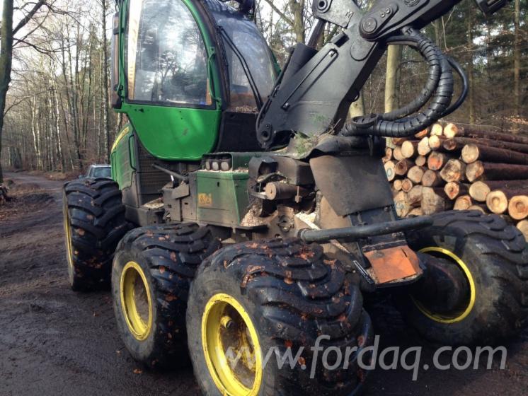Skidding---Forwarding--Harvester
