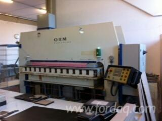 Presses---Clamps---Gluing-Equipment--Plywood-Press-for-Contoured-Surfaces-and-Mouldings