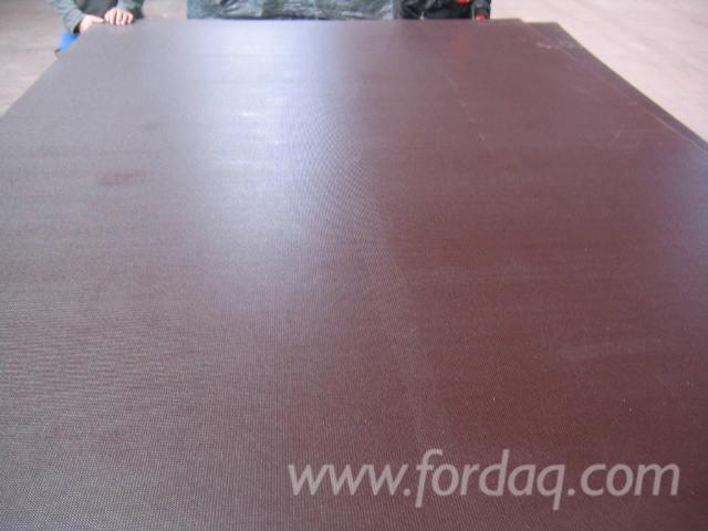 Film-Faced-Plywood--Brown-Film--Poplar-Core